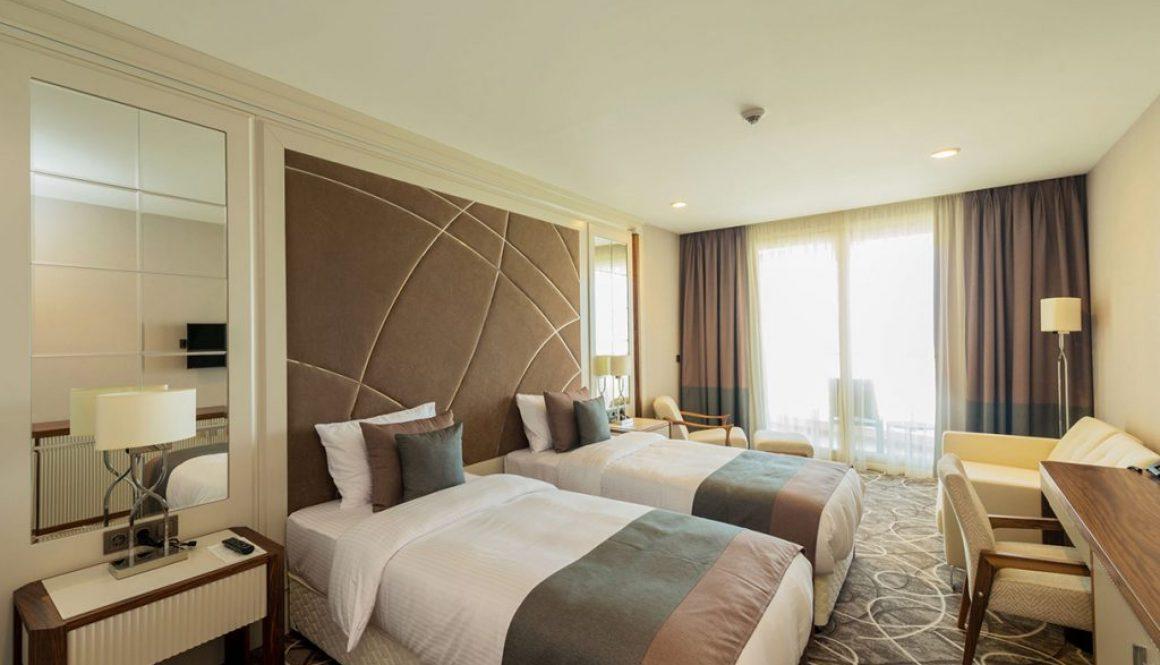 hotel room ALE techno